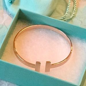 Cuff bracelet in rose gold